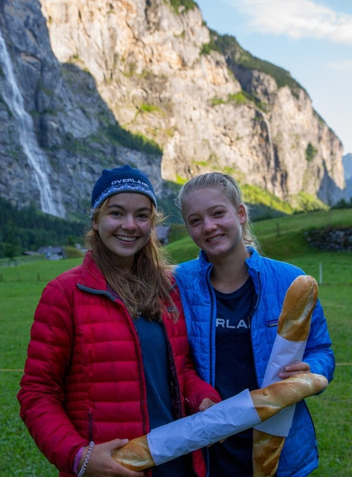 girls with baguettes